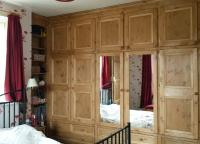 Wall to wall fitted wardrobes with drawers underneath